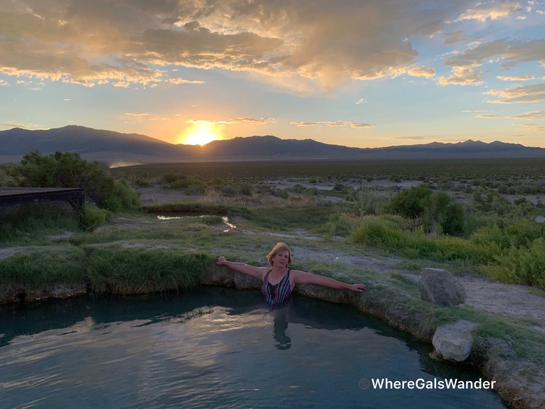 WhereGalsWander tries her first hot spring