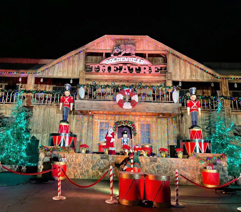Neighborhood Christmas Lights for a Socially Distanced Christmas